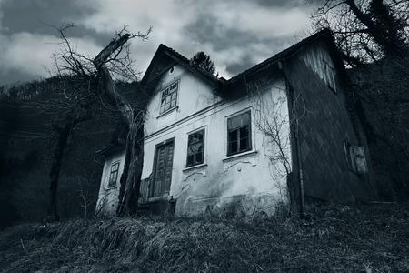 Abandoned horror house Imagens