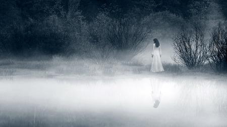 Lady at the lake, vintage filter - horror scene Imagens - 44252424