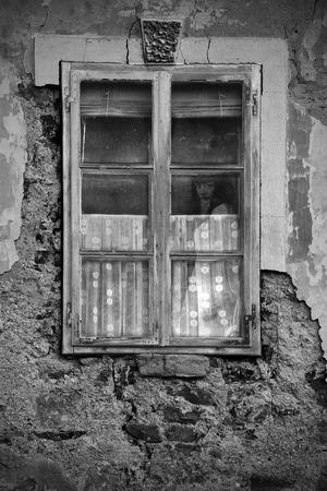 Horror Szene einer furchtsamen Frau Standard-Bild - 44252666