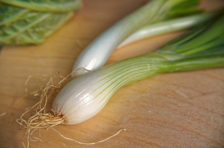 green bulb: Stalk fresh green bulb onions on a wooden table Stock Photo