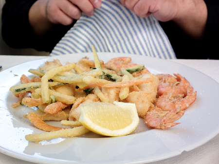 Hot and cold snacks from barnacles, fish and shrimp. The Mediterranean cuisine of Italy. Standard-Bild