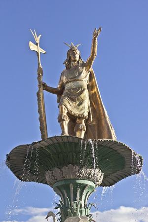 plaza de armas: Statue of the Inca Pachacutec over the fountain at the Plaza de Armas in Cuzco, Peru