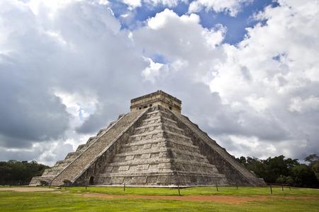 El Castillo, the famous pyramid of Chichén Itza, Mexico photo