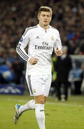 ble: BALE, SUISSE - 26 novembre: Toni Kroos Real Madrid sieurs couleurs du match de Ligue de Champion Entre FC Bale et le Reale Madrid au St Jacob-parc le 26 novembre 2015 B?le, Suisse.
