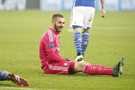 real madrid: Gelsenkirchen, Allemagne - 18 Fevrier: Karim Benzema sieurs couleurs du match de Champion de Ligue Entre Schalke 04 et le Real Madrid Au Veltins-Arena le 18 Fevrier 2015 Gelsenkirchen, Allemagne