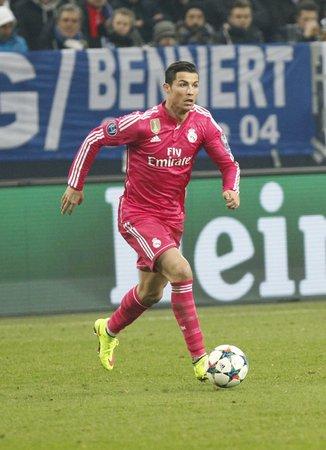 ゲルゼンキルヒェン、ドイツ - 2 月 18 日: クリスティアーノ Ronaldo lors リーグ選手権試合レアル マドリードにヴェルティンス ・ アレーナ 2015 年 2 月  報道画像