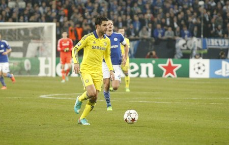 fabregas: Gelsenkirchen, Germany - November 25: Cesc Fabregas and Chelsea FC at the Champions League match entre FC Schalke 04 and Chelsea at Veltins-Arena November 25, 2015 in Gelsenkirchen, Germany
