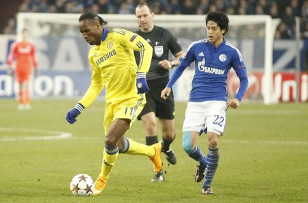 chelsea: Gelsenkirchen, Germany - November 25: Didier Drogba and Chelsea FC at the Champions League match FC Schalke 04 entre and Chelsea at Veltins-Arena November 25, 2015 in Gelsenkirchen, Germany