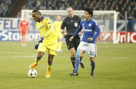 cote ivoire: Gelsenkirchen, Germany - November 25: Didier Drogba and Chelsea FC at the Champions League match FC Schalke 04 entre and Chelsea at Veltins-Arena November 25, 2015 in Gelsenkirchen, Germany