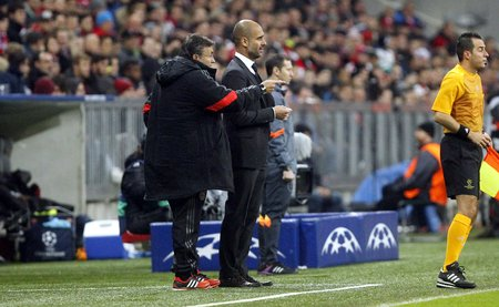 to pepe: Munich, Germany - November 5: Pepe Guardiola AS Rome DURING THE entre Champions League Bayern Munich and AS Roma at the Allianz Arena November 5, 2015 Munich, Germany Editorial