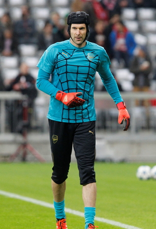 arsenal: Munich - November 4: Petr Cech During The heating of the Champion League match Bayern Munich - FC Arsenal at the Allianz Arena November 4, 2015 Munich, Germany
