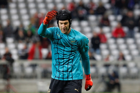 arsenał: Munich - November 4: Petr Cech During The heating of the Champion League match Bayern Munich - FC Arsenal at the Allianz Arena November 4, 2015 Munich, Germany