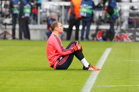 professional basketball league: Munich - November 4: Manuel Neuer During The heating of the Match League champions Bayern Munich - FC Arsenal at the Allianz Arena Was November 4, 2015 in Munich, Germany Editorial