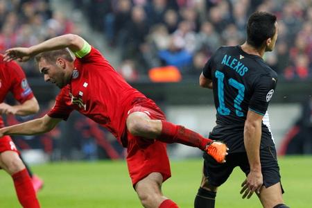 champions league: Munich - November 4: Philip Lahm and Alexis Sanchez in the Champions League match Bayern Munich - Arsenal FC at the Allianz Arena November 4, 2015 Munich, Germany