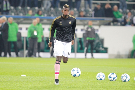 activ: Paul Pogba During The heating of the Champion League match Borussia Monchengladbach - Juventus Austrade borussia - Park November 3, 2015, Monchengladbach, Germany