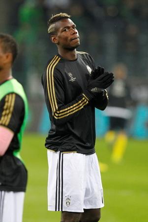 activ: Paul Pogba During The heating of the Champion League match Borussia Monchengladbach - Juventus Austrade borussia - Park November 3, 2015, Monchengladbach, Germany