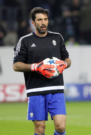 activ: Gianluigi Buffon During The heating of the Champion League match Borussia Monchengladbach - Juventus Austrade borussia - Park November 3, 2015, Monchengladbach, Germany Editorial