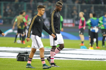 activ: Paulo Dybala year Paul Pogba During The heating of the Champion League match Borussia Monchengladbach - Juventus Austrade borussia - Park November 3, 2015, Monchengladbach, Germany