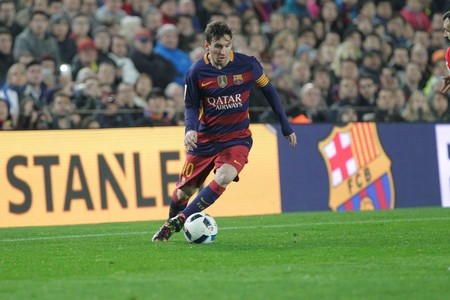 lionel messi: Lionel Messi in the match of the Cup of King FC Barcelona - Athletic Bilbaoo January 27, 2016 at the Camp Nou, Barcelona, Spain