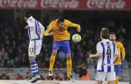 liga: SAN SEBASTIAN, SPAIN - April 6, 2016 Sergio Busquets in action iBarcelona During the La Liga match espagolde Real Sociedad - FC Barcelona at Anoeta Stadium