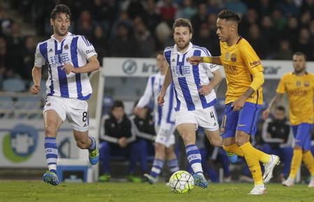 liga: SAN SEBASTIAN, SPAIN - April 6, 2016 Neeymar jr iBarcelona in action During the La Liga match espagolde Real Sociedad - FC Barcelona at Anoeta Stadium