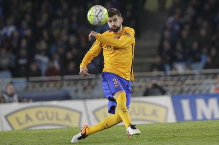 liga: SAN SEBASTIAN, SPAIN - April 6, 2016 Gerard Piqua Barcelona in action During the La Liga match espagolde Real Sociedad - FC Barcelona at Anoeta Stadium