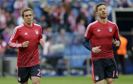 champions league: MADRID, SPAIN - April 27, Philipp Lahm and Xabi Alonso in Action During the semifinal match of the UEFA Champions League first leg between Atletico Madrid and the Bayen Munich at the Vicente Calderon April 27, 2016 Madrid, Spain