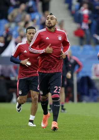 champions league: MADRID, SPAIN - April 27, Arturo Vidal in Action During the semifinal match of the UEFA Champions League first leg entre Atletico Madrid and the Bayen Munich at the Vicente Calderon April 27, 2016 Madrid, Spain
