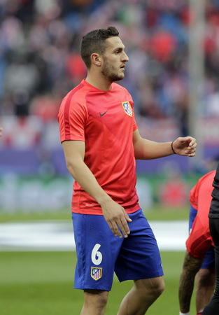 champions league: MADRID, SPAIN - April 27, Koke in Action During the semifinal match of the UEFA Champions League first leg entre Atletico Madrid and the Bayen Munich at the Vicente Calderon April 27, 2016 Madrid, Spain