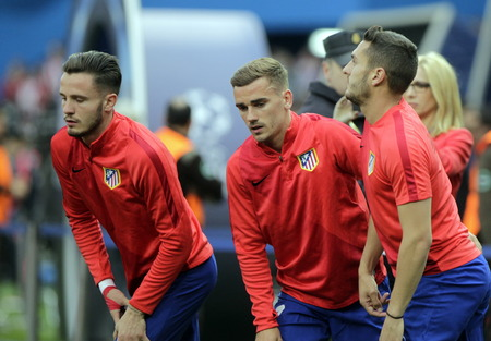 champions league: MADRID, SPAIN - April 27, Antoine Griezmann in Action During the semifinal match of the UEFA Champions League first leg entre Atletico Madrid and the Bayen Munich at the Vicente Calderon April 27, 2016 Madrid, Spain