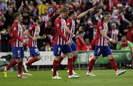 champions league: MADRID, SPAIN - April 27 Saul Niguez During the semifinal match of the UEFA Champions League first leg entre Atletico Madrid and the Bayen Munich at the Vicente Calderon April 27, 2016 Madrid, Spain
