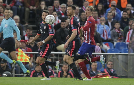 champions league: MADRID, SPAIN - April 27: Juan Bernat and Xabi Alonso in action During the semifinal match of the UEFA Champions League first leg between Atletico Madrid and the Bayen Munich at the Vicente Calderon April 27, 2016 Madrid, Spain Editorial