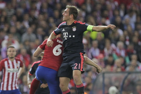 champions league: MADRID, SPAIN - April 27: Philp Lahm in action During the semifinal match of the UEFA Champions League first leg entre Atletico Madrid and the Bayen Munich at the Vicente Calderon April 27, 2016 Madrid, Spain