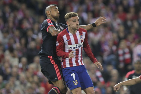 champions league: MADRID, SPAIN - April 27: Antoine Griezmann and Arturo Vidal in action During the semifinal match of the UEFA Champions League first leg between Atletico Madrid and the Bayen Munich at the Vicente Calderon April 27, 2016 Madrid, Spain