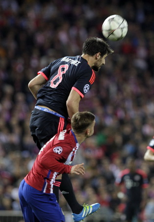 martinez: MADRID, SPAIN - April 27: Javier Martinez in action During the semifinal match of the UEFA Champions League first leg between Atletico Madrid and the Bayen Munich at the Vicente Calderon April 27, 2016 Madrid, Spain Editorial