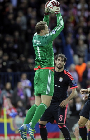 champions league: MADRID, SPAIN - April 27: Manuel Neuer in action During the semifinal match of the UEFA Champions League first leg entre Atletico Madrid and the Bayen Munich at the Vicente Calderon April 27, 2016 Madrid, Spain