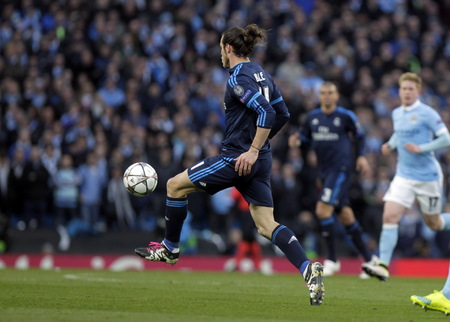real madrid: MANCHESTER, England - April 26: in action during the semi final of the UEFA Champions League first leg between Manchester City and Real Madrid at the Etihad Stadium April 26, 2016 Manchester, England � Laurent Lairys  Agency Locevaphotos  Alamy Stock ne Editorial