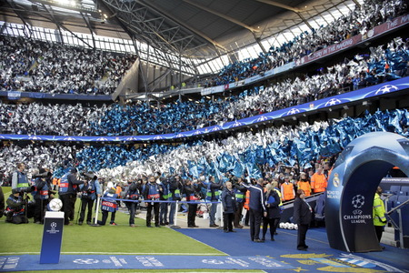 horizontale: MANCHESTER, England - April 26: in action during the semi final of the UEFA Champions League first leg between Manchester City and Real Madrid at the Etihad Stadium April 26, 2016 Manchester, England © Laurent Lairys  Agency Locevaphotos  Alamy Stock ne