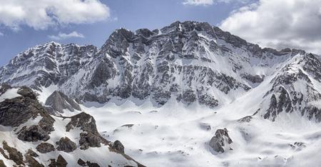 Verschneite Landschaft in den Pyrenäen