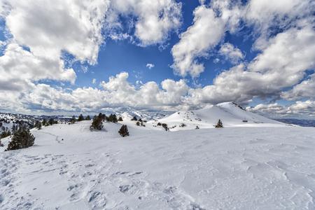 paisaje nevado en los pirineos
