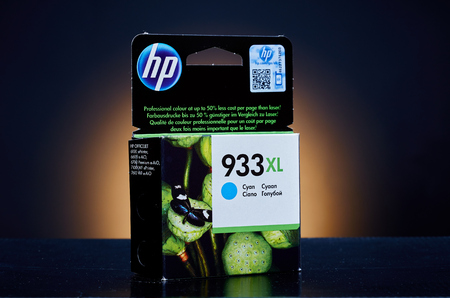 ink jet: Umag, Croatia - 28 October 2015: Packet of Hewlett Packard 933XL Cyan ink for a ink jet printer Editorial