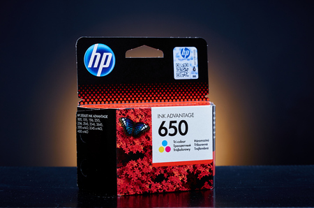 ink jet: Umag, Croatia - 28 October 2015: Packet of Hewlett Packard 650 Color ink for a ink jet printer Editorial