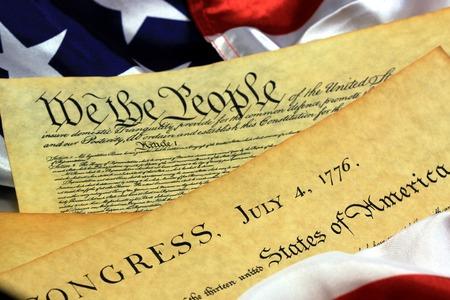Historisch document US Grondwet - wij de Mensen met Amerikaanse Vlag Stockfoto - 35289099