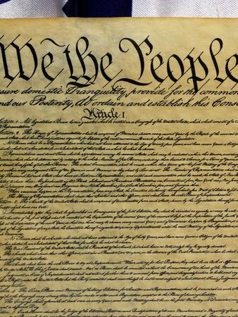 constitucion: Constituci�n americana y la bandera de EE.UU.