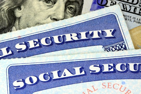 Social security card and US currency one hundred dollar bill Retirement Concept Social Security Benefits Stockfoto