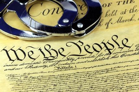 amendment: Manillas en EE.UU. Constituci�n-Cuarta Enmienda Foto de archivo