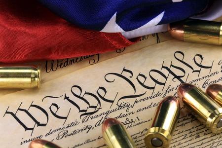 Municiones en EEUU Constitución - El derecho a portar armas Foto de archivo - 44015303