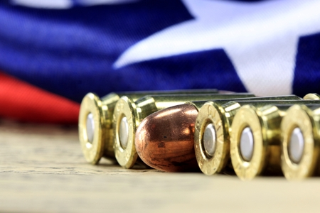Row of 45 caliber ammunition with US flag in background 版權商用圖片