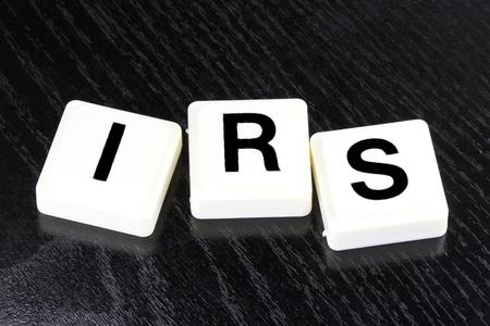 Het Woord IRS - Een term die wordt gebruikt voor het bedrijfsleven, financiën en belastingen Concept
