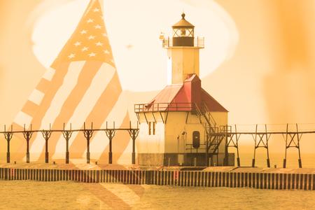 lake michigan lighthouse: Doble exposici�n de San Jos� al norte del faro muelle a lo largo de la costa del Lago Michigan con el fondo de la bandera americana Foto de archivo